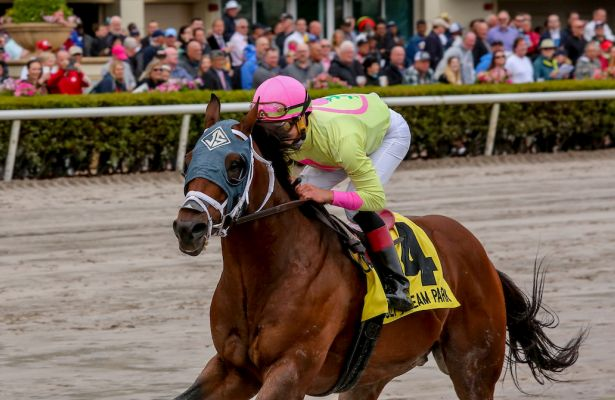 World of Trouble splashes home in Gulfstream Park Turf Sprint