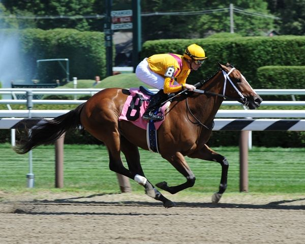 Teen Pauline breaks maiden at Saratoga.